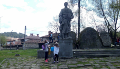 Третокласници – екскурзоводи и художници заедно в Копривщица