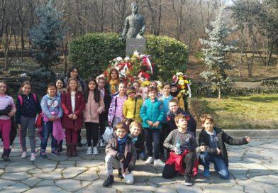 Посещение на паметника на Левски